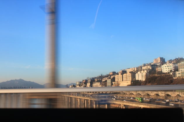 I have always felt there is something sublime about crossing the Hangang River on winter day when the sky is blue. I can remember something of that sensation even from my year in Seoul in 1995.