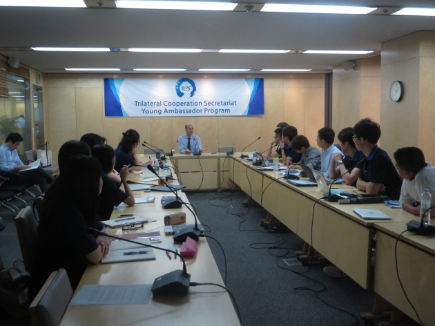 Emanuel leads students from China, Japan and Korea in a discussion of cooperation in East Asia at the Young Ambassadors Program at the Trilateral Cooperation Secretariat in Seoul.