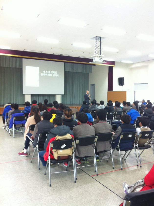 Emanuel speaks to students at Dasom High School about Korea's tremendous potential as a multi-cultural society. The discussion with the students was an inspiring opporunity to discuss how those from other countries and those with mothers (or fathers) from other nations could play an increasingly important role in the nation.