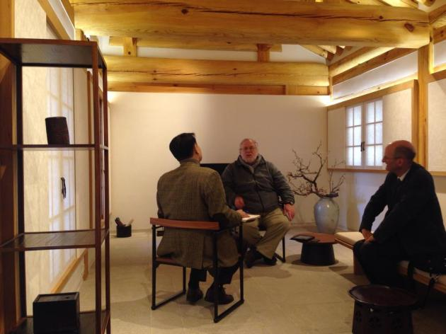 Professor Shell interviewed by Nam Jungho of the JoongAng Ilbo Newspaper at the Arumjiki Gallery in Seoul.