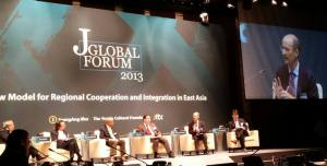 Emanuel Pastreich at panel on security at J Forum conference (JoongAng Ilbo).