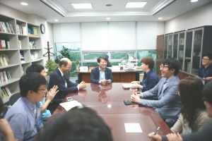 Meeting with Ahn Cholsoo, inventer and political leader.