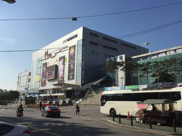 The old Sinchon Station is visible in the midst of the overbuilt development that makes up the new Sinchon station.