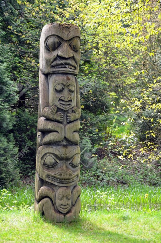 13375849-Weathered-totem-pole-in-pacific-northwest-forest-Stock-Photo-tribal